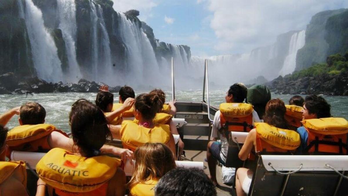 Argentina analiza reabrir fronteras para turismo extranjero a fin de año
